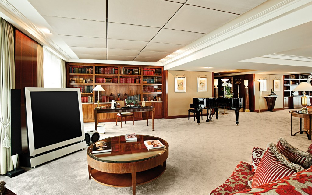 #4.President Wilson Hotel, Geneva, Switzerland – Price per night:$31,500