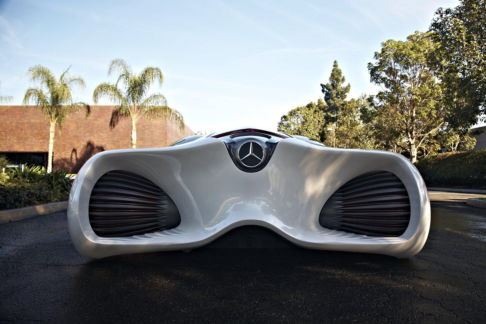 Futuristic mercedes benz biome concept for Mercedes benz biome