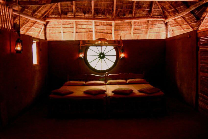 top 10 strange hotels in the world Tired of cookie-cutter hotel rooms check out our list of the top 10 extreme hotels in the world here you'll find unique offerings across the globe, including a converted bullfighting ring in mexico and an underwater hotel in the us.