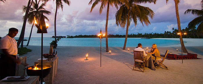 10.One & Only Reethi Rah Resort - Price: $7,000+ | Most Expensive Wedding Venues in the World