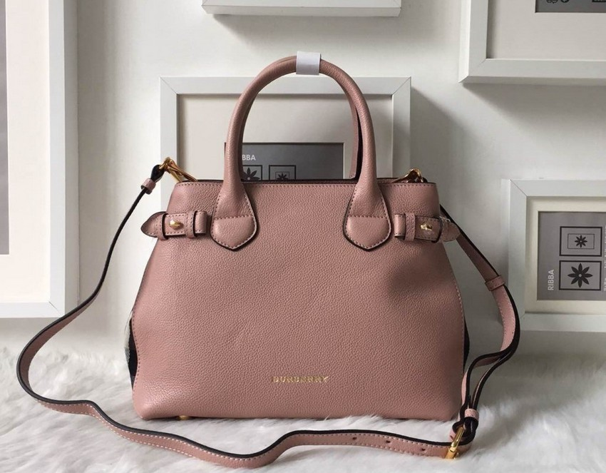 The Banner Bag from Burberry Sells For More Than 2000 e1424377318213 2016 Burberry Çanta Modelleri