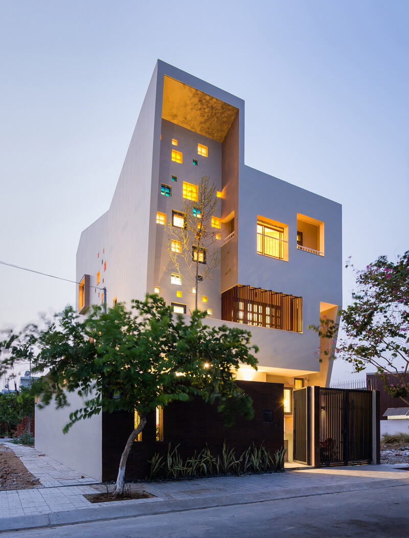 2h house features a modern luxurious concept for Modern house features