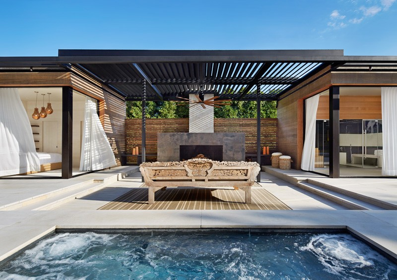 Pool House Features A Luxury Outdoor Area