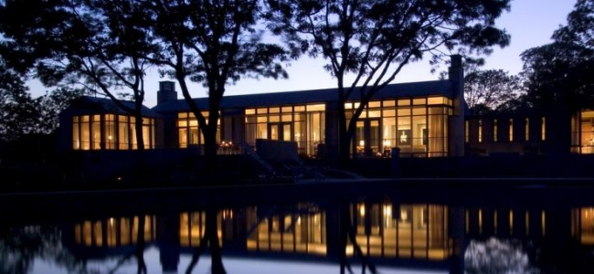 20 Photos of Obama's Martha's Vineyard Summer Rental that's up For Sale
