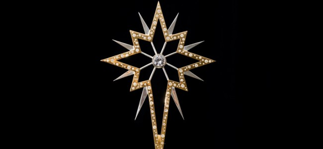 This Diamond Studded Christmas Tree Star matches Perfectly with your Fancy Christmas Tree!