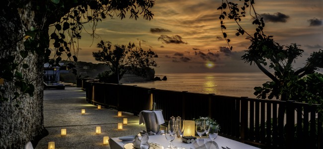 Luxurious Fine Dining at the Cliff of Uluwatu, Bali