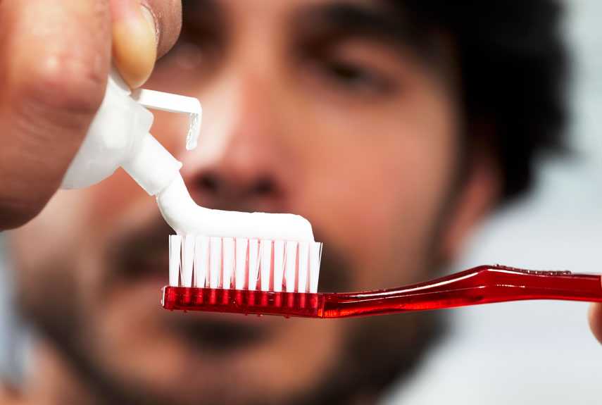9 Tricks To Improve Your Look Instantly 2014: Brush Your Teeth
