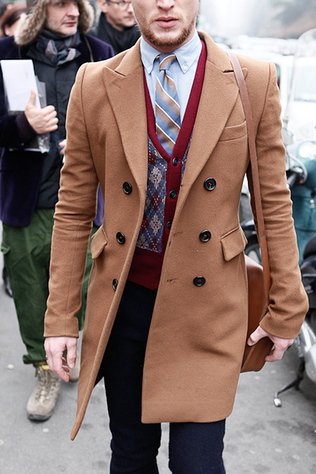 DOUBLE-BREASTED-CAMEL-COAT transhness