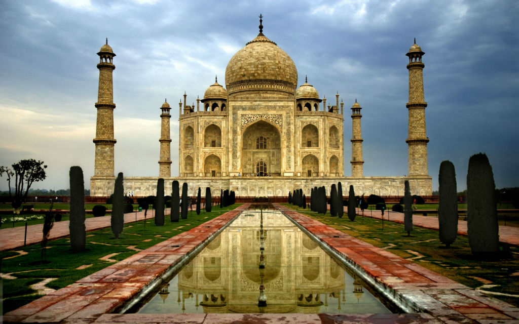 The Most Expensive And Luxurious Trip In The World: Taj Mahal in India