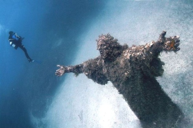 Amazing Abandoned Places Around the World: Christ of the Abyss at San Fruttuoso, Italy