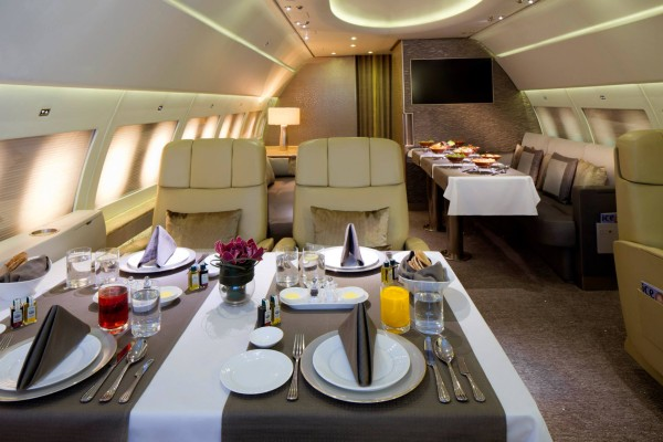 Emirates-Executive-dining-area-Emirates - Luxurious Private Jet