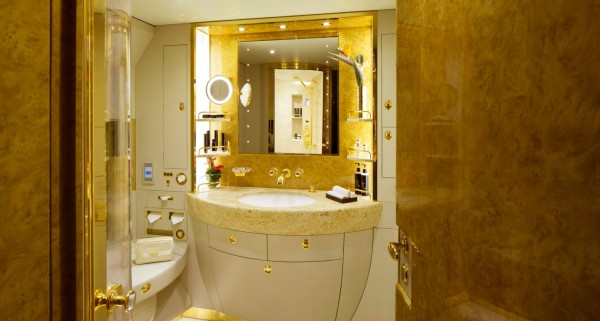 Emirates-Executive-shower-spa-Emirates - Luxurious Private Jet