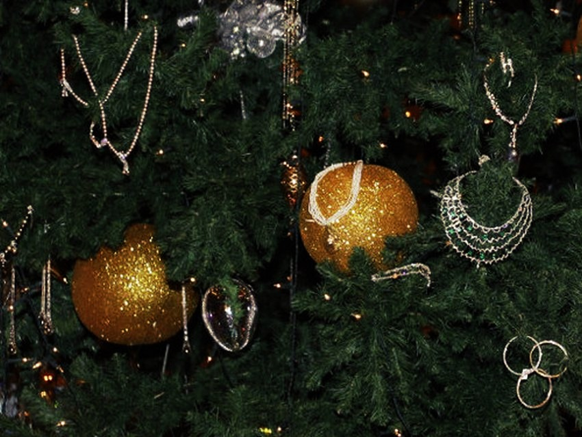 Most Expensive Christmas Tree in the World - EALUXE.COM | Gold Ornaments