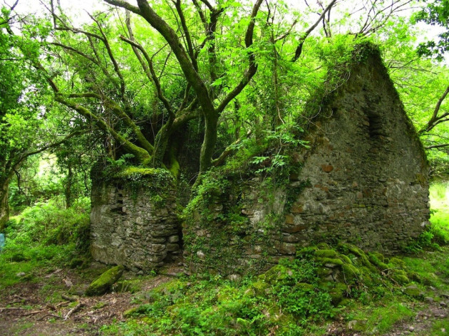 Amazing Abandoned Places Around the World: The Kerry Way walking path between Sneem and Kenmare in Ireland