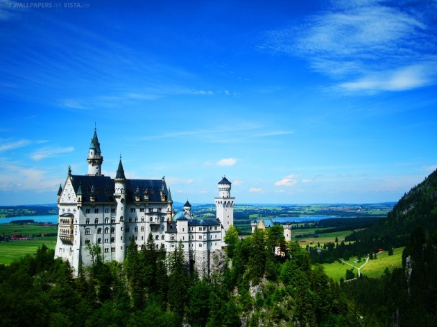Best Castles To Visit Around the World: Neuschwanstein Castle