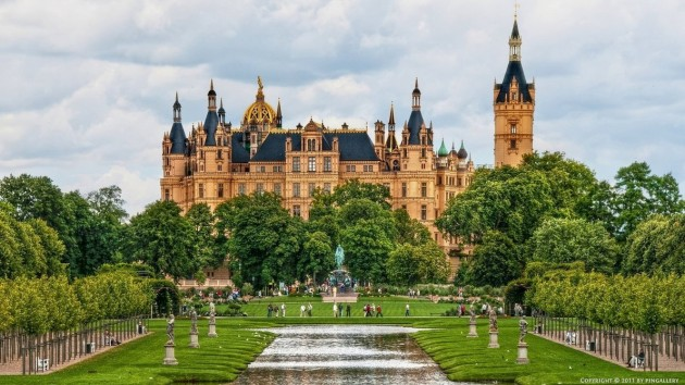 Best Castles To Visit Around the World: Schwerin Castle
