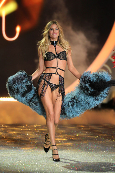 2013 Victoria`s Secret Fashion Show The Story of Victoria's Secret