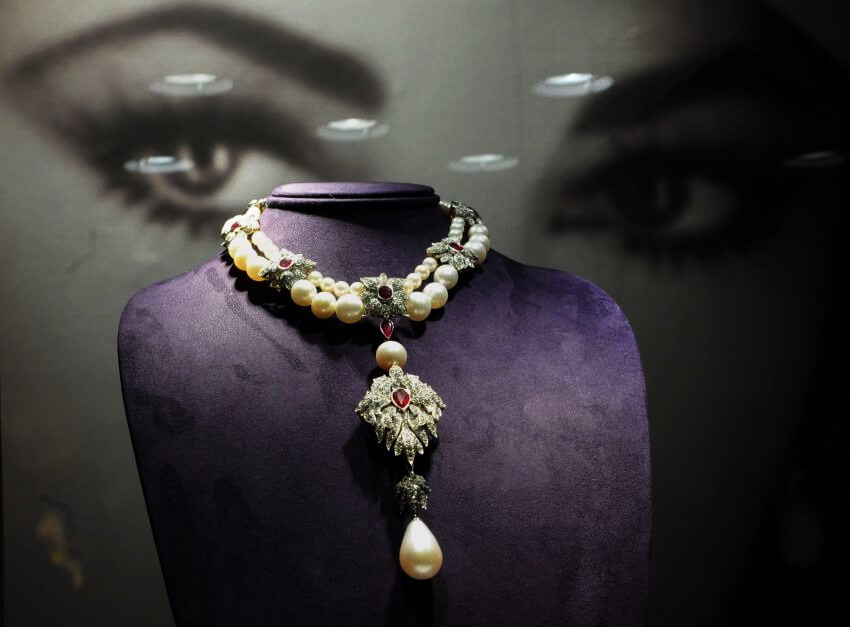 Top 10 Most Expensive Auction Items in the World - EALUXE | La Peregrina Necklace