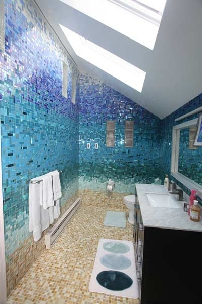 Sparkly Bathroom Tiles That Resemble a Beach