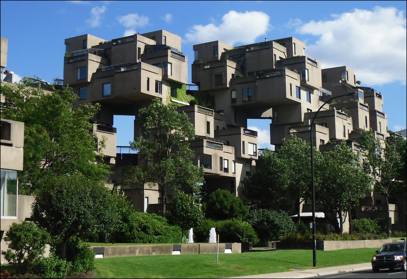 Most strangest buildings in the world ealuxe com for Habitat 67 architecture