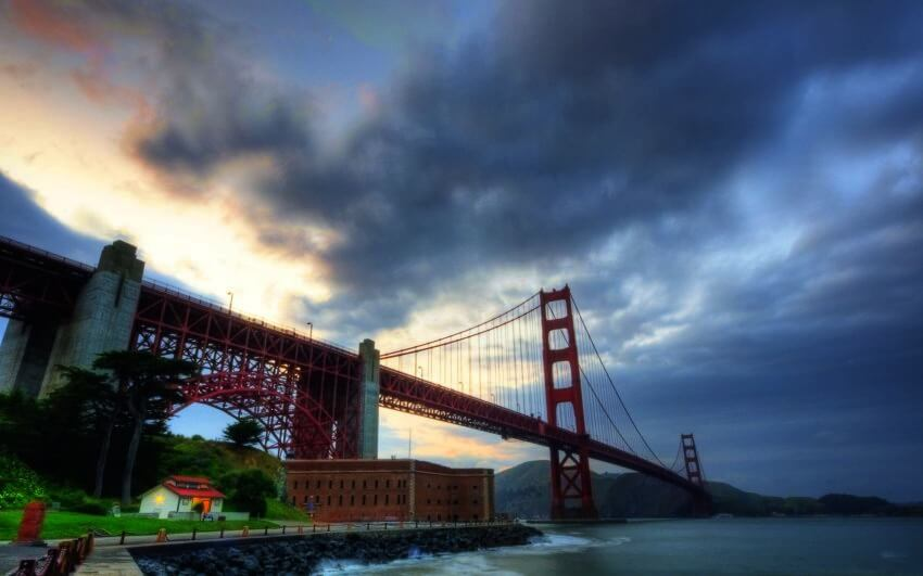 Top 5 Most Luxurious Bridges - EALUXE.COM | Can a bridge totally made from steel look luxurious? Golden Gate Bridge definitely can!