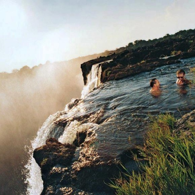 Most Amazing Pool in the World: Devil's Pool - Alux.com