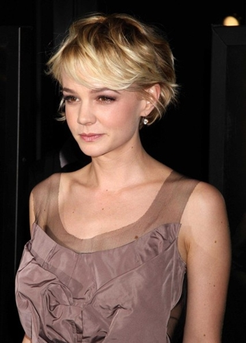 Carey-Mulligan's-Perfect-Blonde-Pixie-Cut