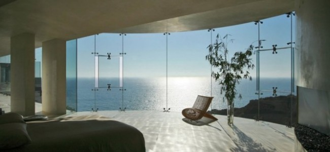 Glass Mansion With Dreamy Sea View