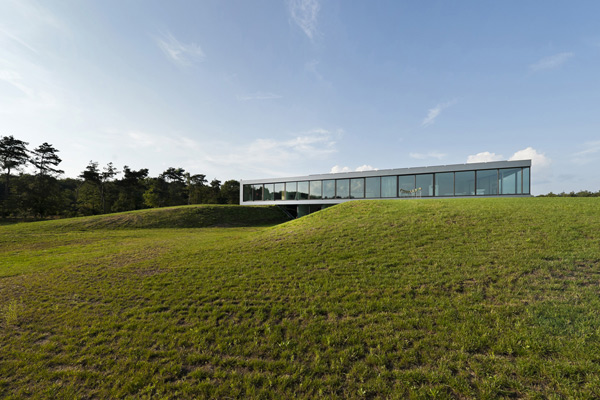 glass-countryside-home-sustainable-1