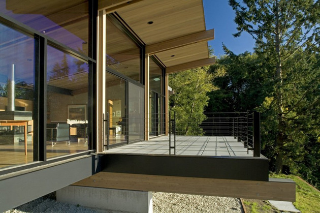 wood-and-glass-cabin-home-brings-luxury-to-nature-4-thumb-630x419-10584