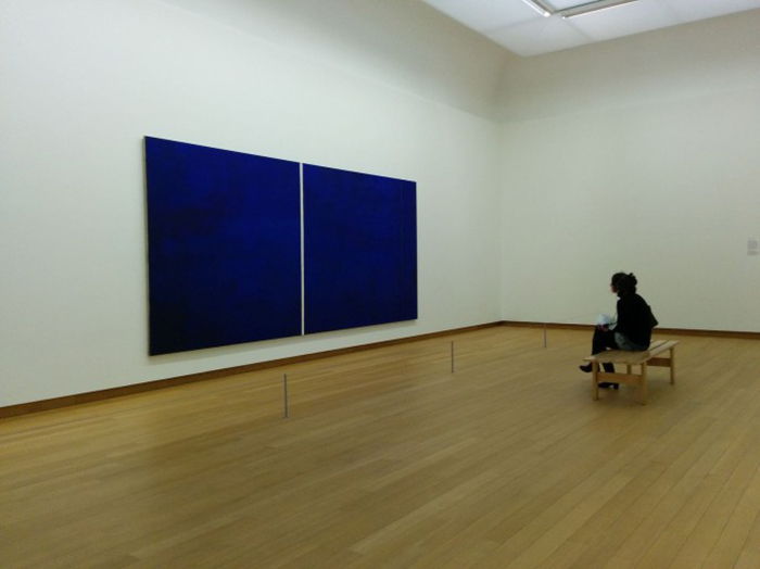 $44 Million Blue canvas with a White Stroke 44 Million dolar painting is just blue with a white line Onement-VI-by-Barnett-Newman (2)