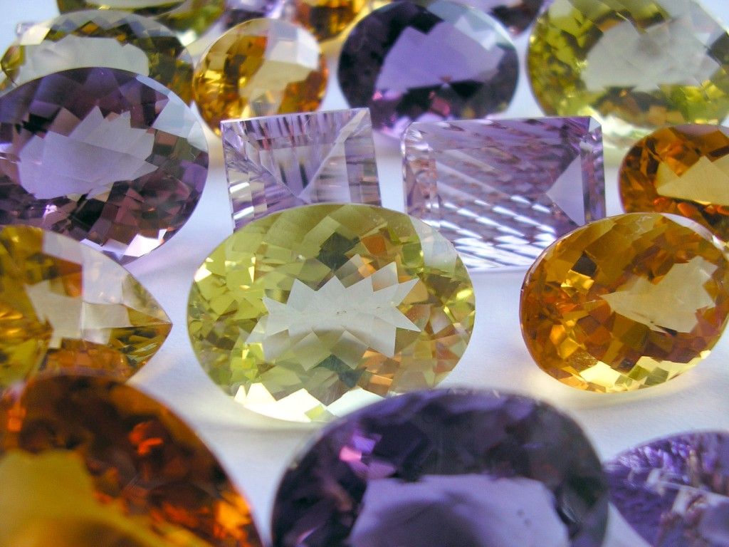 Colored gemstones Hidden Gems - A Guide to Buying Vintage Fine Jewellery