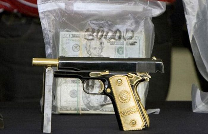 $250 Million in Cash and that's not all this mexican Drug Lord was hiding in his house (12)