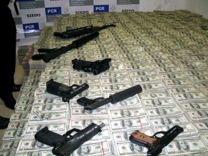 $250 Million in Cash and that's not all this mexican Drug Lord was hiding in his house (19)
