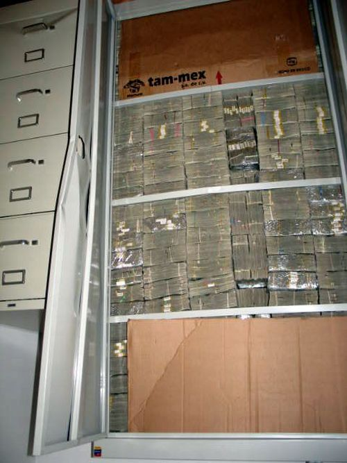 $250 Million in Cash and that's not all this mexican Drug Lord was hiding in his house (22)