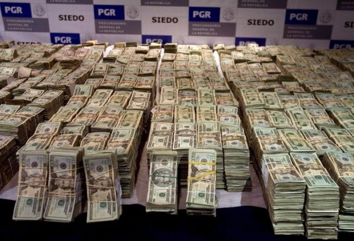 $250 Million in Cash and that's not all this mexican Drug Lord was hiding in his house (5)