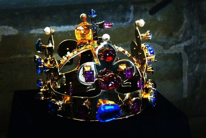 Top 5 Most Expensive Crown Jewels - EALUXE.COM | The St. Wenceslas Crown looks absolutely imposing.