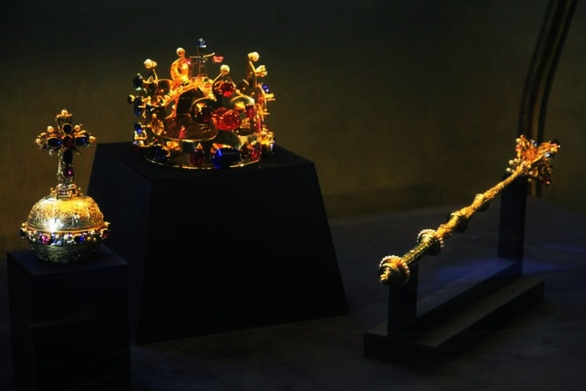 Top 5 Most Expensive Crown Jewels Ealuxe Com
