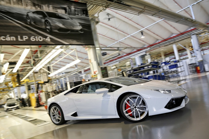 54 Photos Showing You How Lamborghini Built The Huracan!