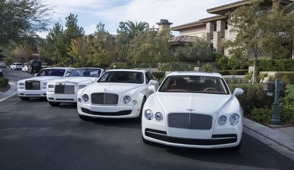 Bill Gates All Car >> Floyd Mayweather's All White Car Collection Is Insane