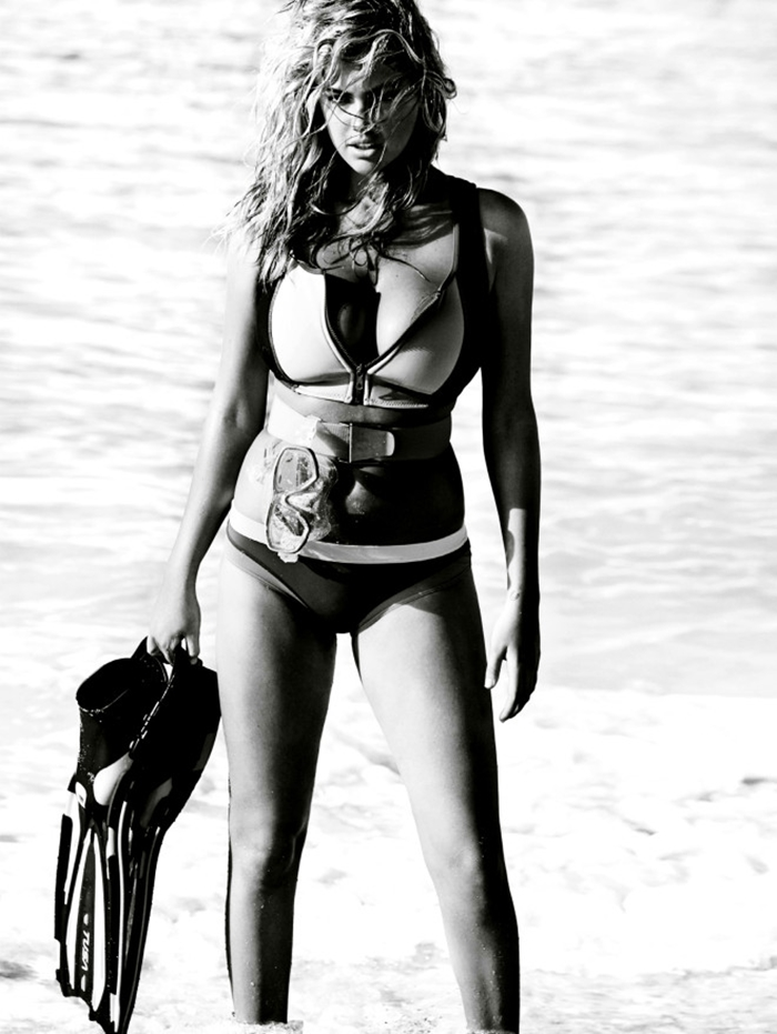 Kate Upton In A Hot Cover Shoot For Vogue UK (5)