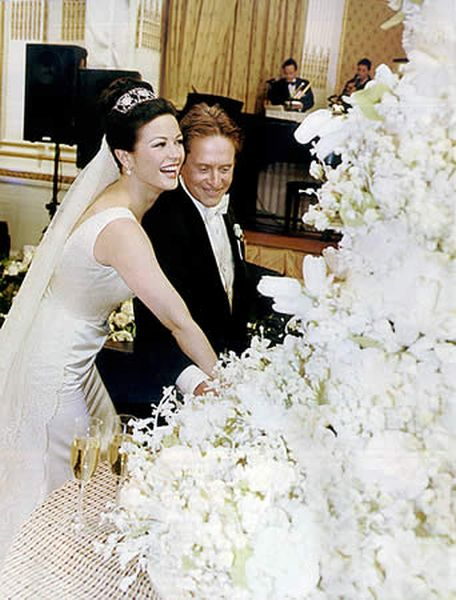 Most Expensive Wedding Cakes Top 10 10.Michael Douglas & Catherine Zeta-Jones' Wedding Cake - $7.000