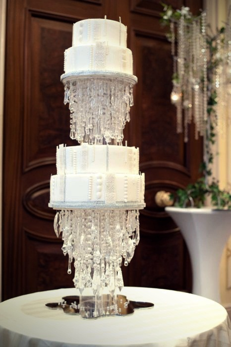 Most Expensive Wedding Cakes Top 10 7.White Cloud Cake - $32.000 (2)