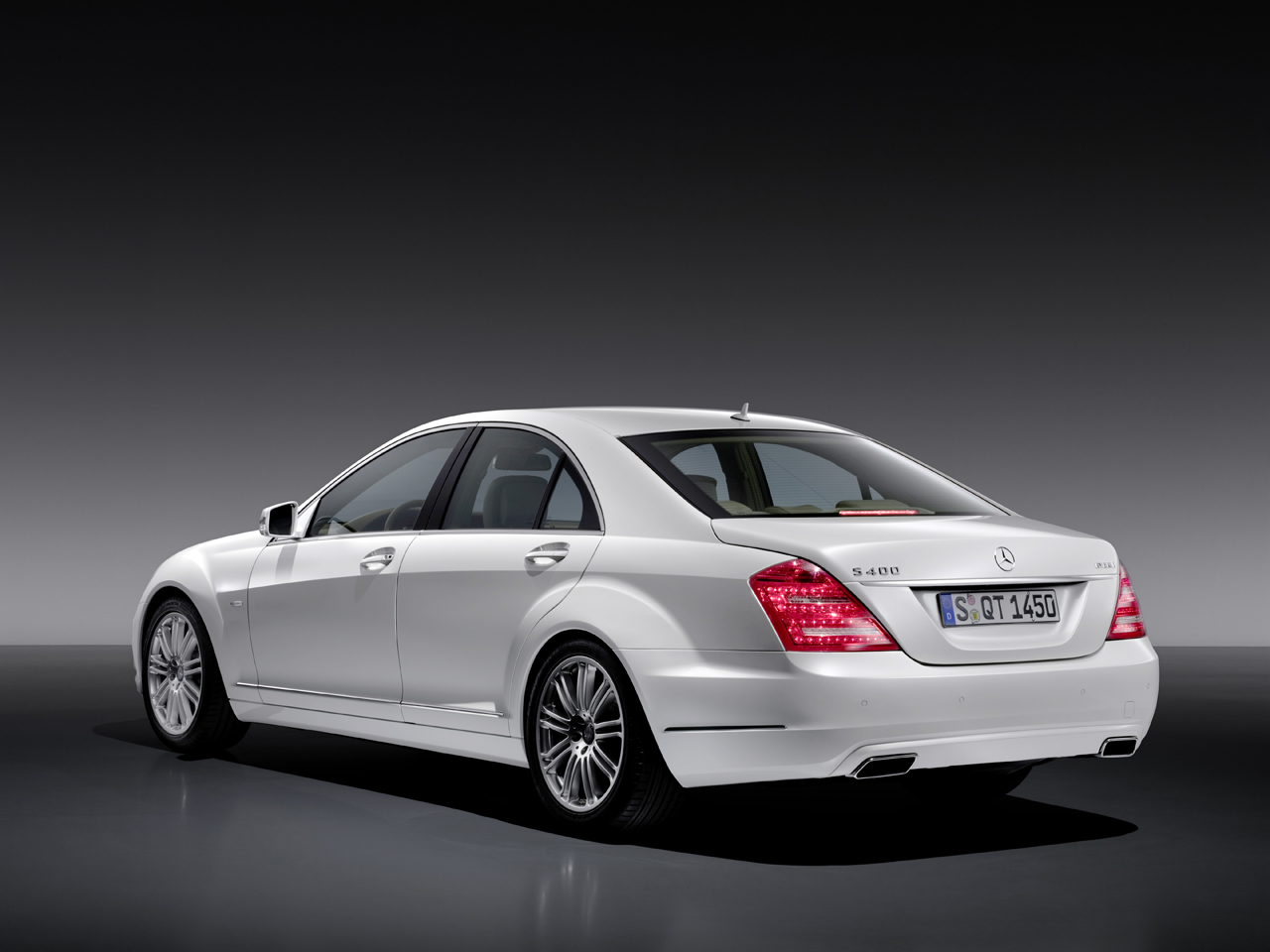 10 Cars Every Bachelor Needs To Own - Mercedes-Benz S400 Hybrid