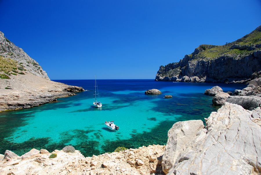 10 Stunning Celebrity Favourite Vacation Spots - Mallorca, Spain