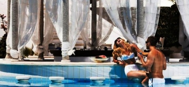 Best Swim-Up Bars Found In Hotels