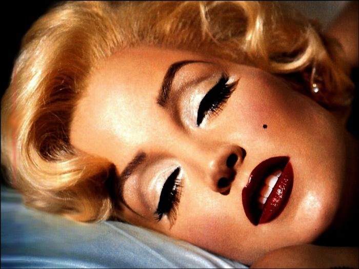 Richest Actors Who Started as Extras 10. Marilyn Monroe - Net worth - $27 million