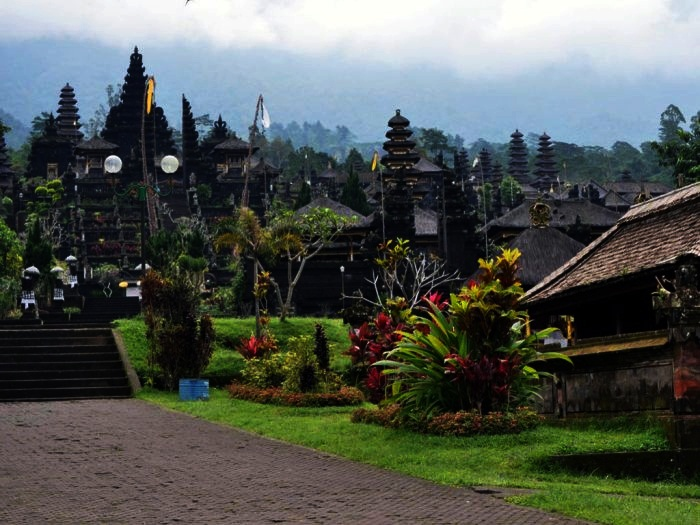 Stunning Temples to Visit in Southeast Asia 1. Pura Besakih,Bali, Indonesia