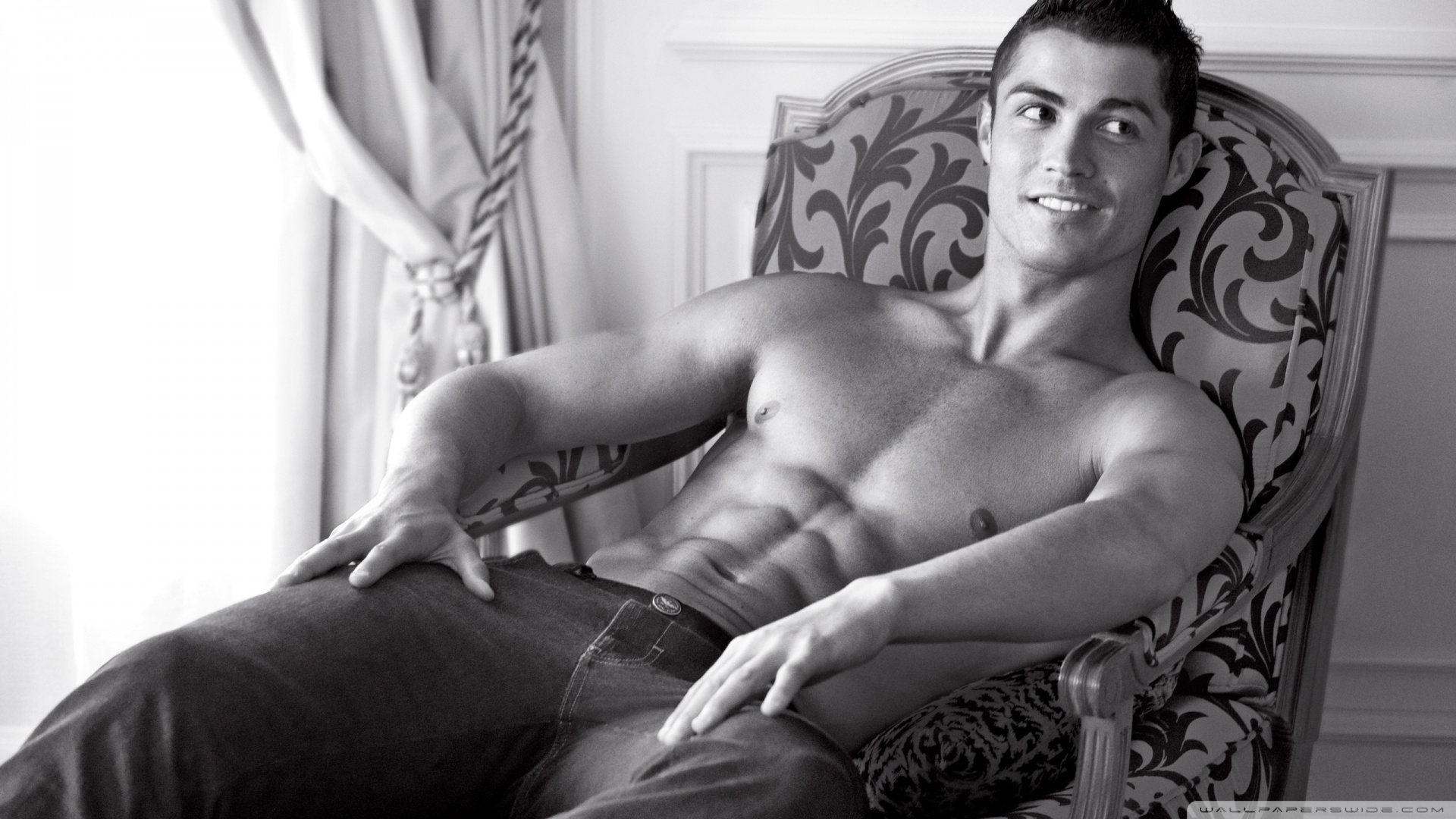 Top 10 Best Male Abs In Hollywood - Cristiano Ronaldo
