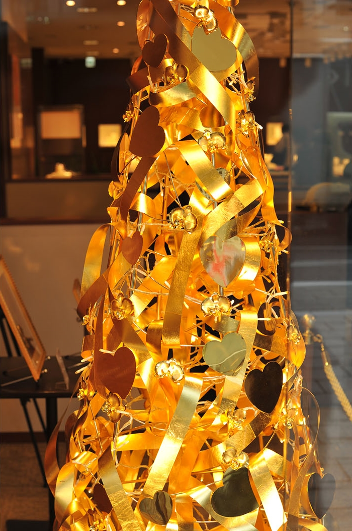 Top 10 World's Most Expensive Things Made Of Gold - 8 Ginza Tanaka Gold Tree - $2 Million
